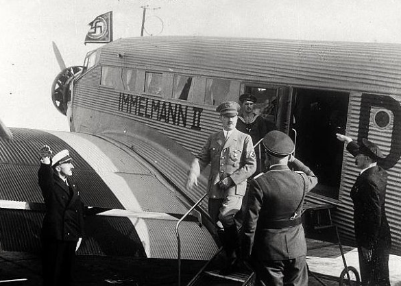 hitler disembarks a junkers ju 52 in germany