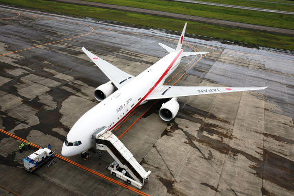 japan uses the B77W as its air force one