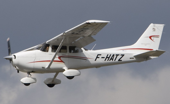 the cessna 172 uses fixed tricycle landing gear